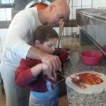 """Die Kinder hatten beim Kurs """"Pizza backen"""" der Kulturkreis GmbH richtig viel Spaß. Foto: Di Michele"""