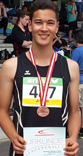 Kento Holler mit seiner Bronzemedaille. Foto: TGS