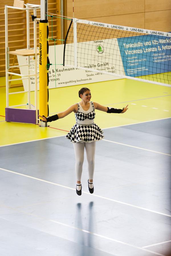 Reichlich Zuschauer hatte Solo-Tänzerin Xenia Klomann bei ihrem ersten Show-Solo im benachbarten Bad Soden. Foto: TCC Pinguine