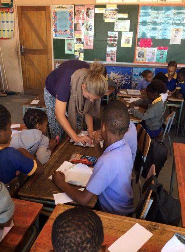 Laura Ebner unterrichtet eine dritte Klasse. Foto: privat